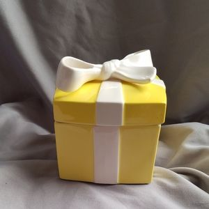 VTG Fitz and Floyd Yellow Ceramic Gift Box w/ Bow